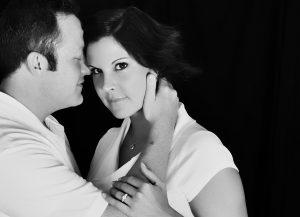 О том, как женщина на фотовыставке узнала об измене мужа