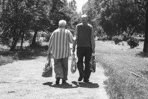 Мнение ученых: по какой причине не следует уступать место старикам