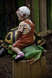 Злые тетки выгнали дочь с игровой площадки