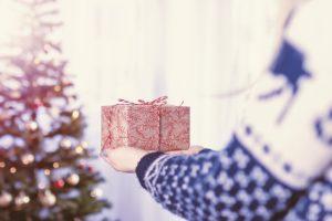 """""""Мать мужа не разрешает покупать ему дорогостоящие подарки. Считает, что нужно экономить """""""