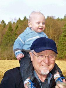 """""""Иногда и дедушки могут поучаствовать в поднятии демографической ситуации """""""