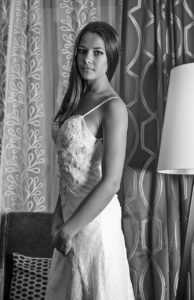Прям в день бракосочетания Алена не захотела становиться рядом со свекровью