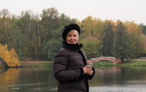 Эльвира Альбертовна попросила уход за ней, пообещав оформить завещание. Марина согласилась.