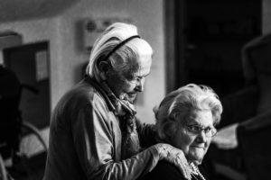 Сын сдал маму в дом престарелых, а потом обомлел — она жила в шикарном загородном коттедже