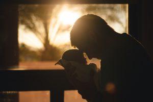 Это же бред! Некоторые женщины думают, что можно мужика удержать, если ребенка родить.