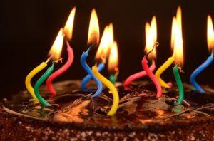 Друзья подготовили сюрприз ко дню рождения. Теперь выход лишь один - развод.