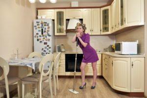 В какой дом не загляни - почти в каждом женщина как бык, тащит всё на себе.