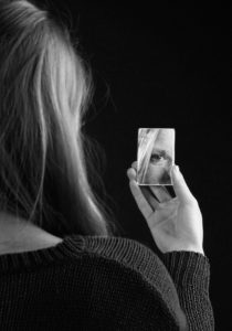 Муж сказал что я серая мышь и туфли мне уже ни к чему. Я смотрела на себя в зеркало и понимала что виноватя я сама.