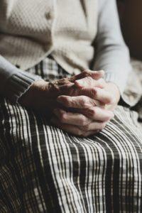 С самого детства меня воспитывает бабушка. И это невыносимо.