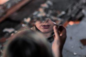 """""""Эля, ты на себя в зеркало смотрела?""""- с самого детства я слышала это от отца. Наверное именно это помогло мне стать такой, какая я сейчас."""