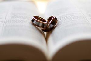 Узнала что мой любовник женат и выгнала! Он развёлся и просится назад.