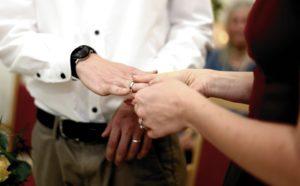 Как объяснить дочери, что гражданским браком с мужиком живут только удобные женщины с низкой самооценкой